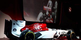 """Naujasis """"Alfa Romeo Sauber F1 Team"""" bolido dažymas"""